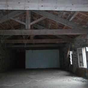Appartement en pierre totalement à rénover et à aménager