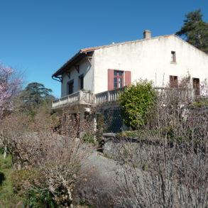 Grande maison de village avec magnifique vue